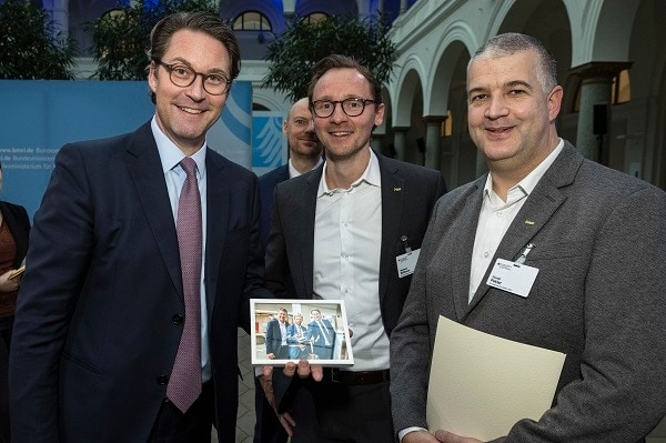 From left to right: Andreas Scheuer, German Minister of Transport and Digital Infrastructure Andreas Scheuer, Matthias Wilkens, Gerald Peklar (both NXP)